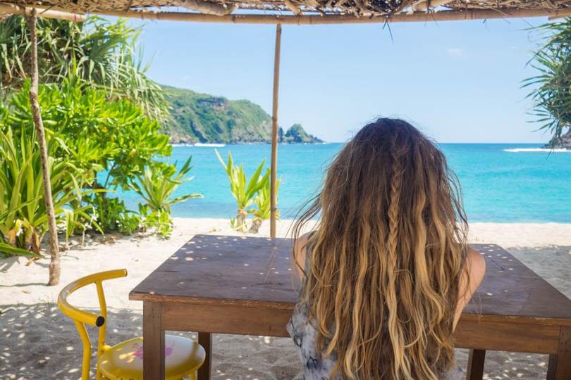 Having lunch at Mawun Bech Lombok, Beach hair