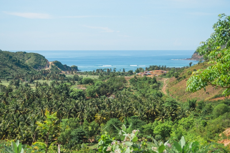 How to experience the incredible south coast of Lombok on a budget - Spectacular views driving