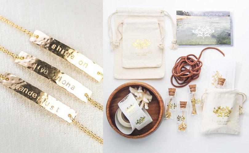 10 gift ideas for travel girls - Gold wanderlust bracelet