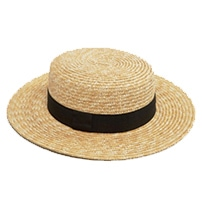 The perfect travel outfit for hot climate - Straw hat