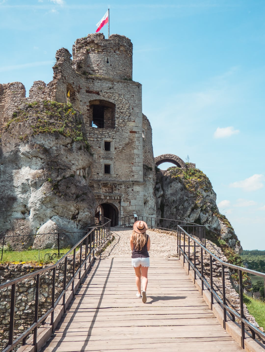 7 reasons why you need to visit Poland now - Ogrodzieniec Castle limestone formations