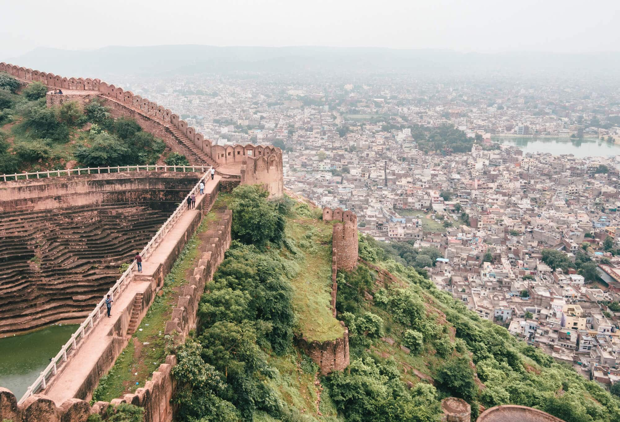 A guide to Nahargarh Fort - The best sunset view point in Jaipur, India. How to get the best sunset photos at #nahargarhfort #jaipur #india