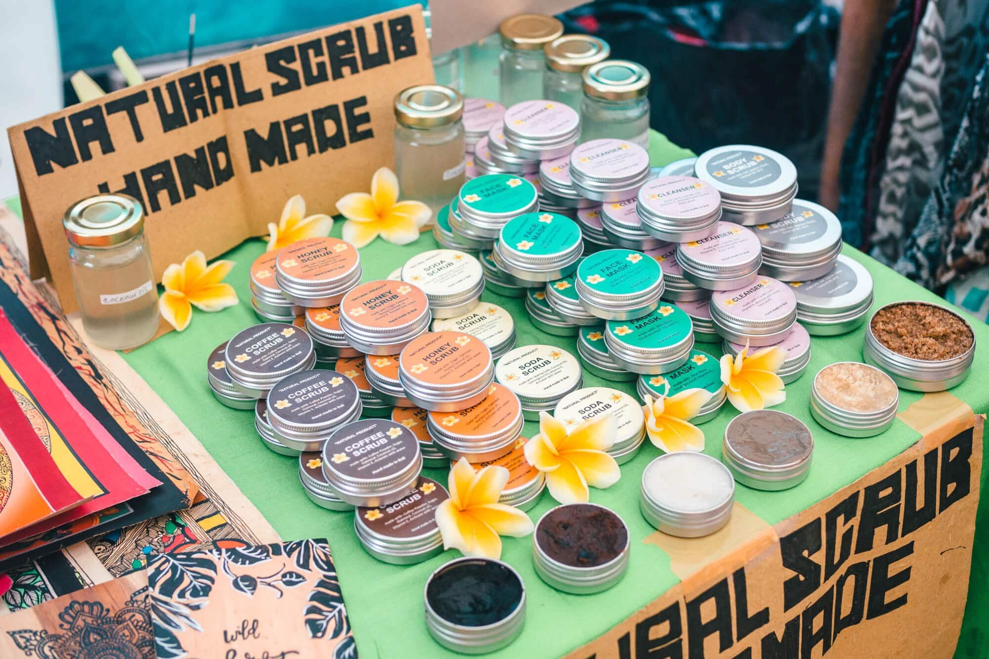 3 super cool markets in Canggu, Bali where you can buy jewelry, organic food, natural skin care, vintage clothing and other beautiful handicrafts - Love Anchor Weekend Bazar