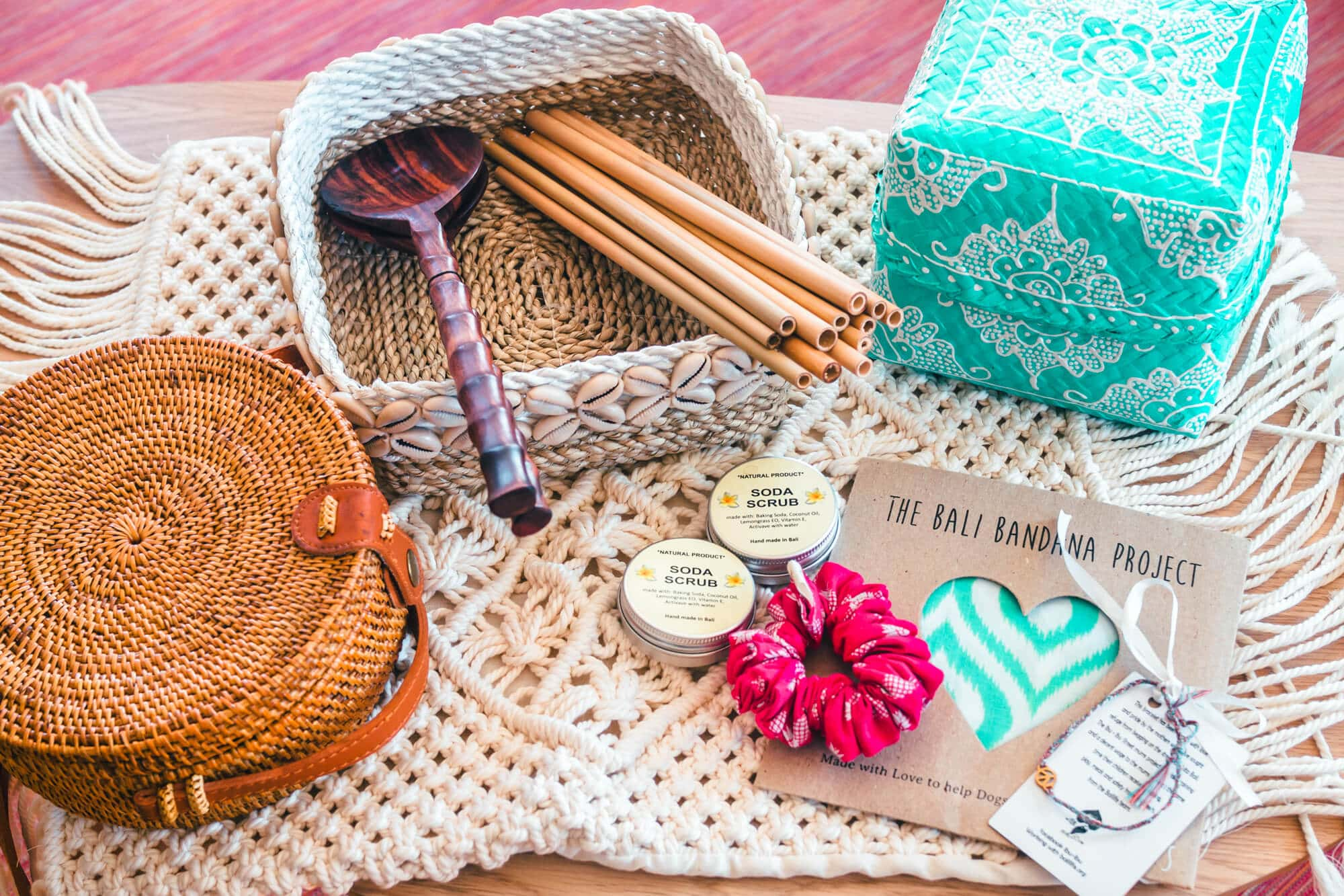 3 super cool markets in Canggu, Bali where you can buy jewelry, organic food, natural skin care, vintage clothing and other beautiful handicrafts