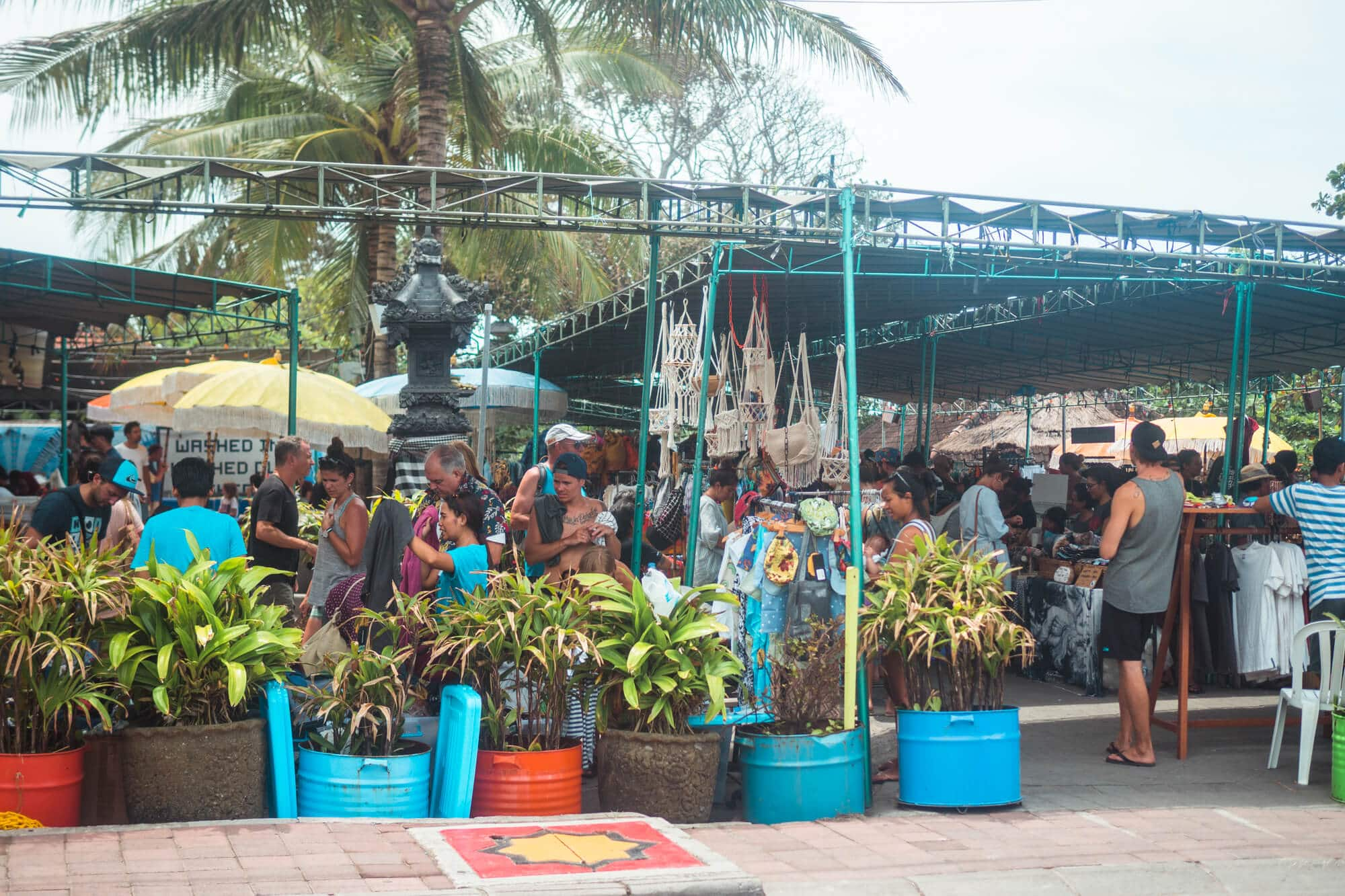 3 super cool markets in Canggu, Bali where you can buy jewelry, organic food, natural skin care, vintage clothing and other beautiful handicrafts - Old Man's Saturday Market