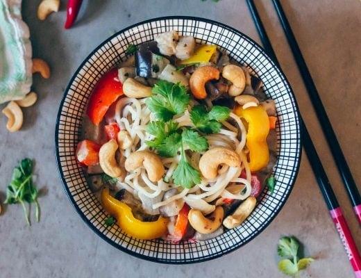 Quick & easy vegan recipe: Coconut coriander noodle bowl
