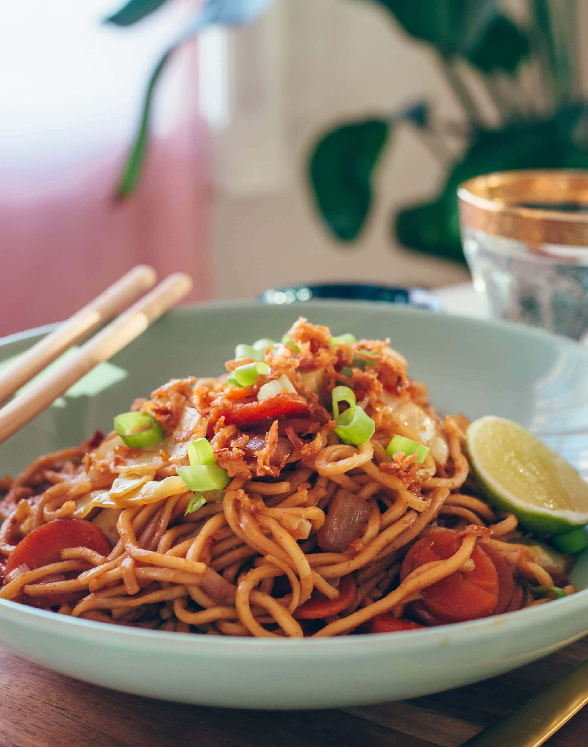 Delicious Indonesian Mie Goreng: Easy fried noodles