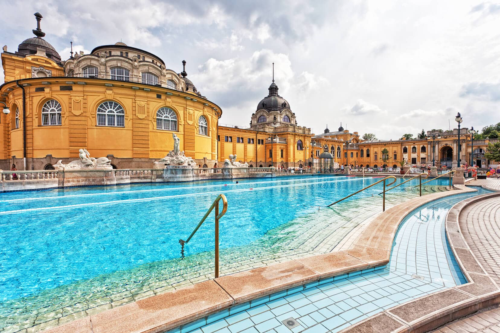 Budapest Instagram photo guide - Széchenyi Spa Thermal Baths