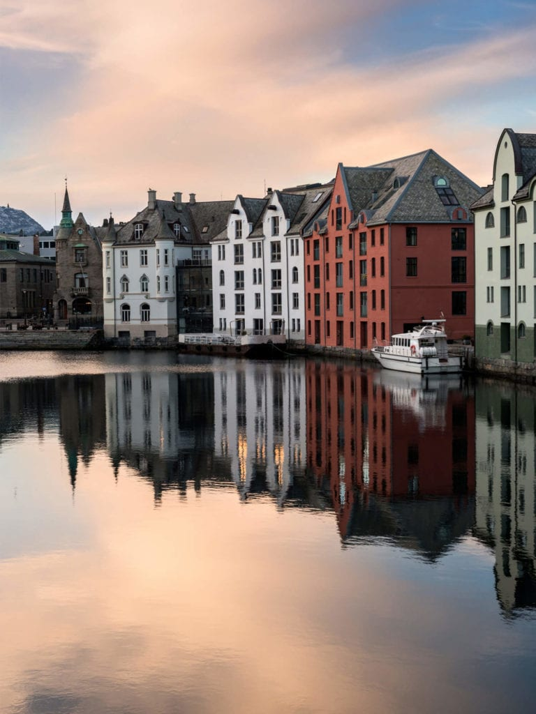 Top things to do in Norway - Art Nouveau architecture in Ålesund #norway #bucketlist
