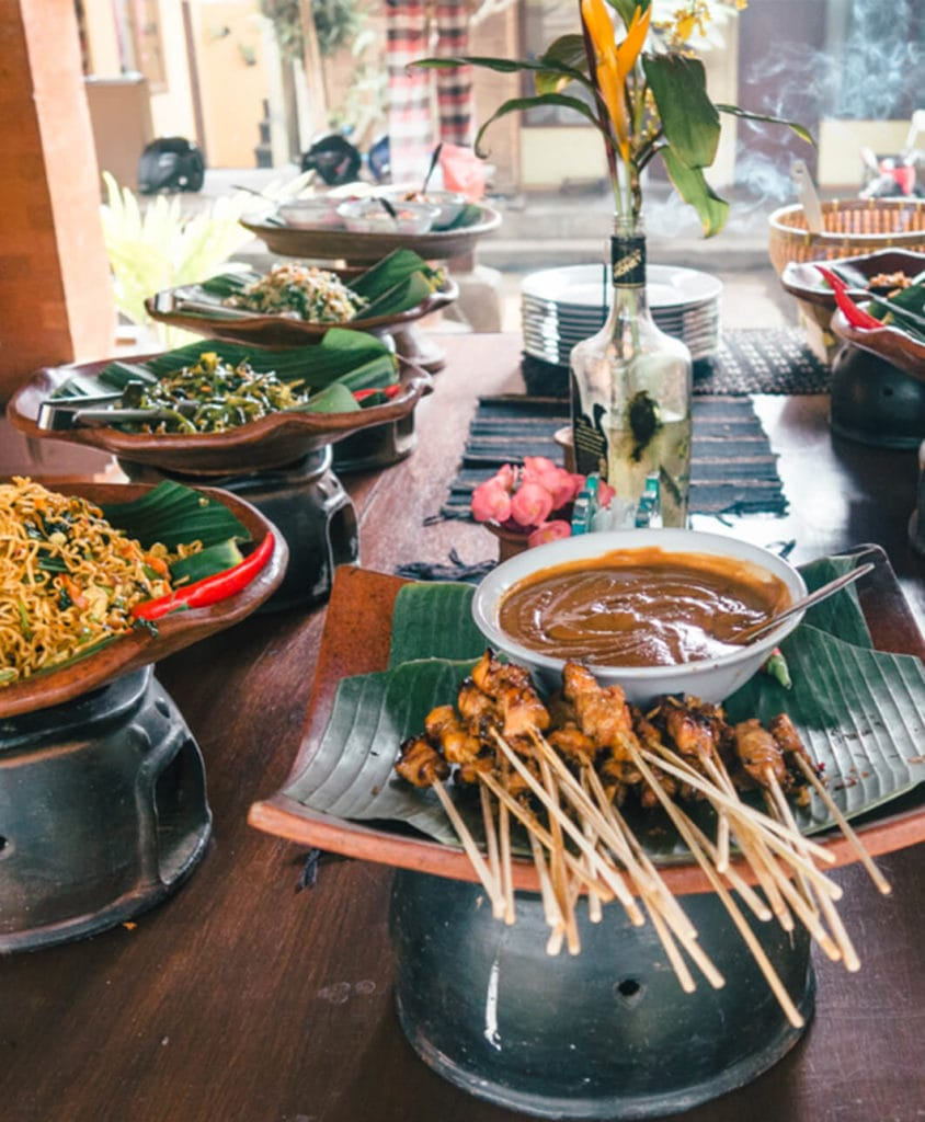 Travel bloggers reveal their favorite experiences in the world - Bike tour and lunch in a traditional Balinese family compound